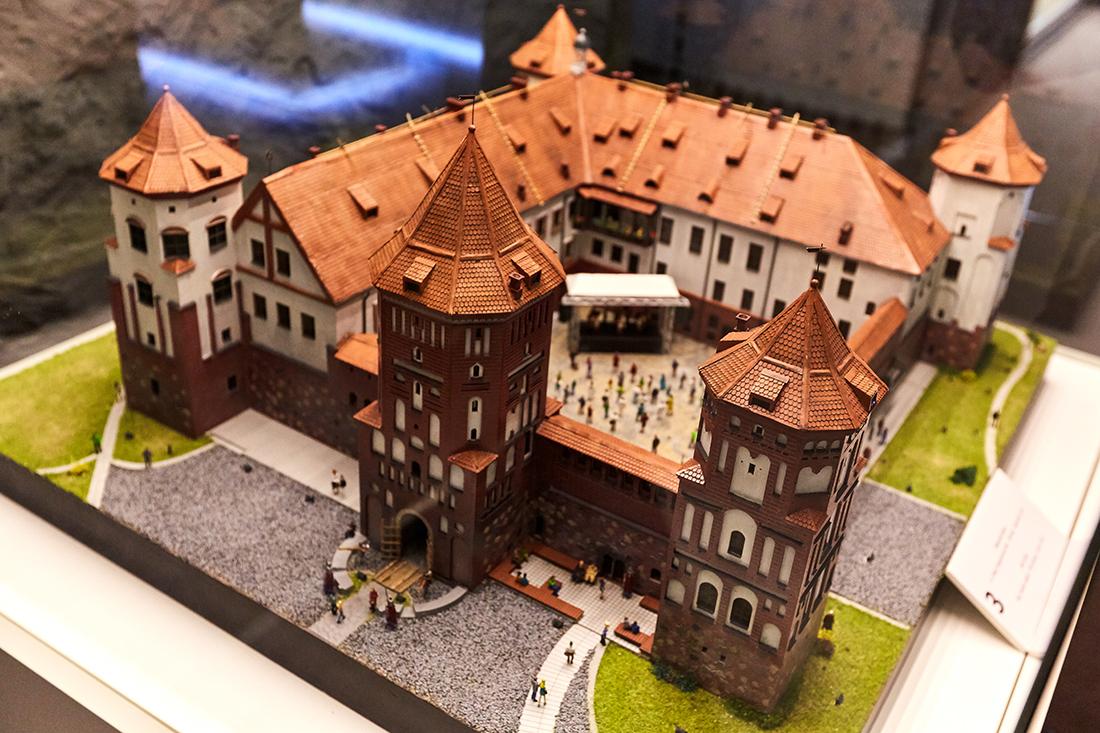 Что посмотреть во время экскурсии по музею миниатюр в Минске: Мирский замок